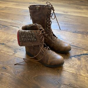 NWT Brown American Eagle Lace Up Boots